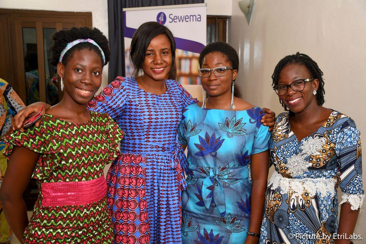 De gauche à droite : Gaetane, Hadjara, Maryline et Vanessa, les 4 filles derrière Sewema, la plateforme qui propose des cours en ligne pour acquérir des compétences pour booster vos compétences et propulser votre entreprise.